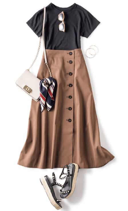ブラウンのロングフレアスカート