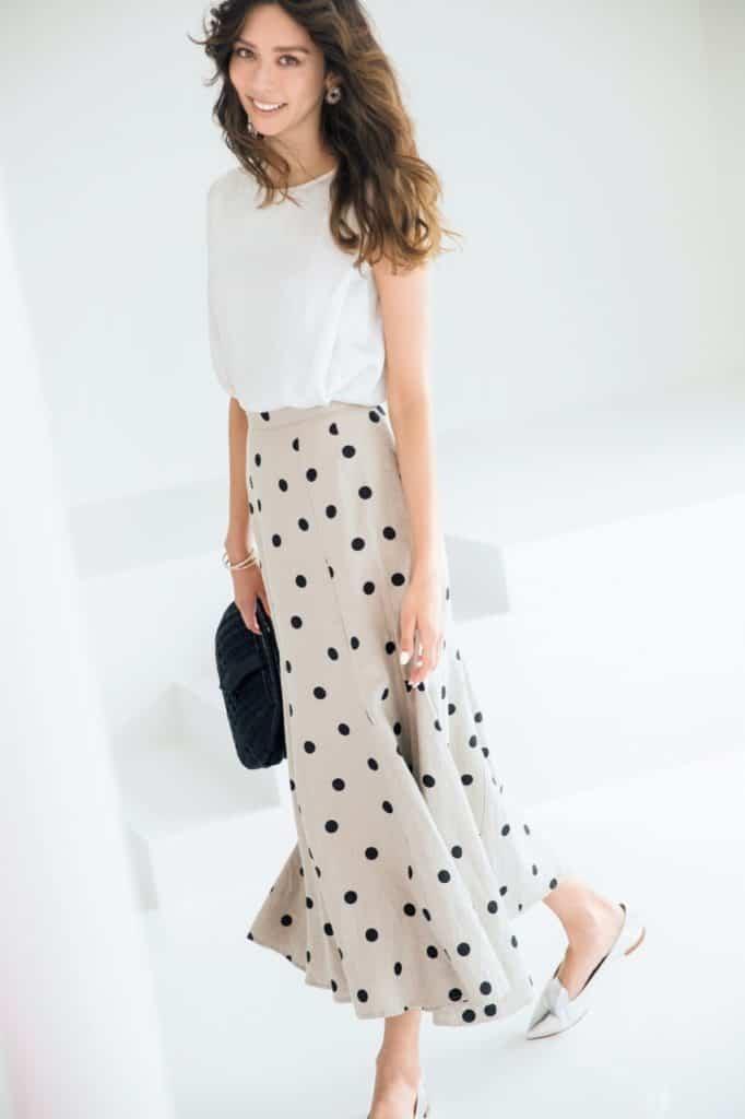 可愛い印象のドット柄のスカート
