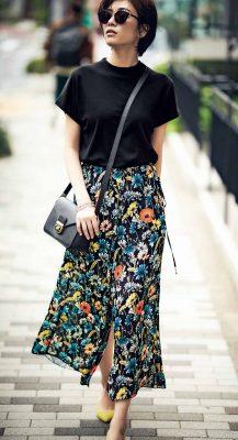 カラフルな花柄スカートは、シン