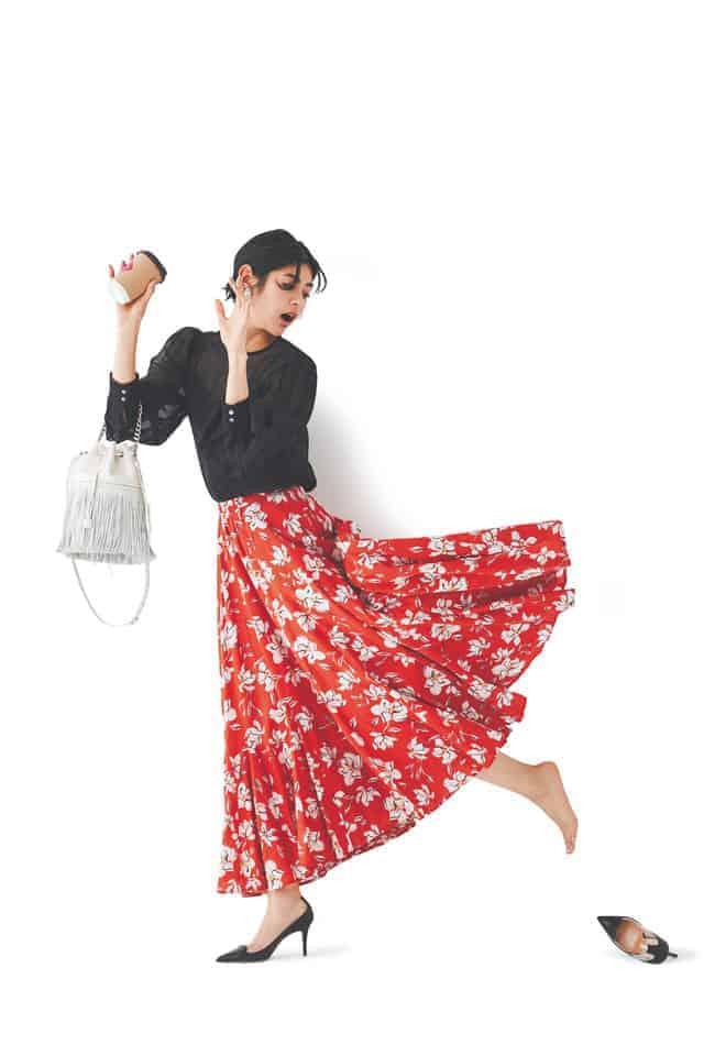 カジュアル度の高い花柄スカート