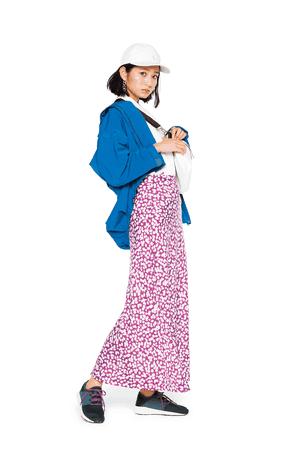 ピンクの花柄スカートは、ボーイ