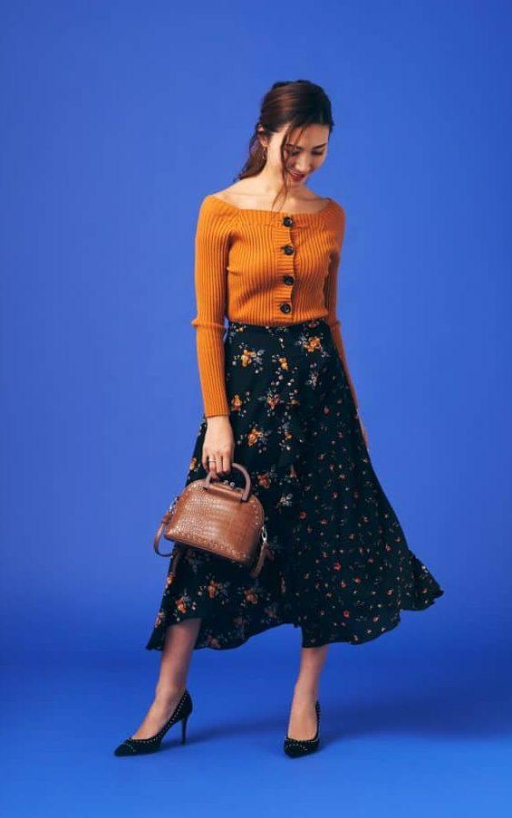 花柄フレアスカートは、色味をリ