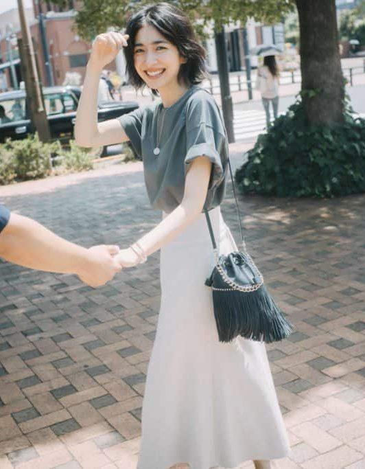 優しげベージュのスカートなら、