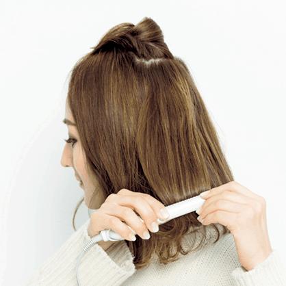 髪をきつめに巻く波ウェーブを柔