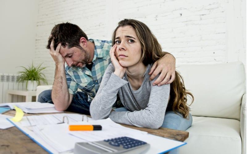 お金のために離婚できない二人
