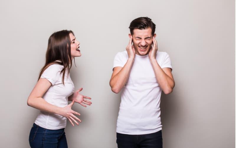 夫婦の問題に親が登場!? 新婚で不倫がバレた男のドン引き行動3つ