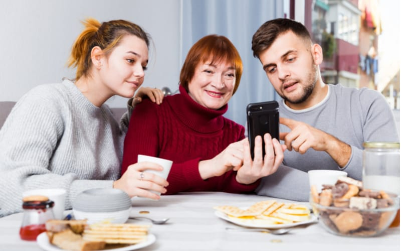 1.自分や相手の家族を大切にする人