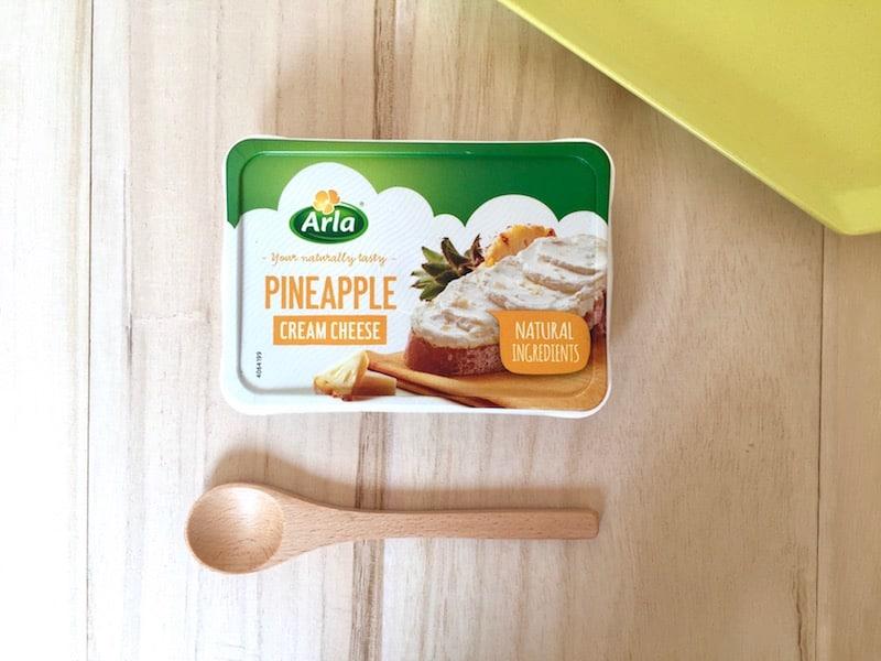 ■つぶつぶパイナップル入りのクリームチーズはたっぷり塗って