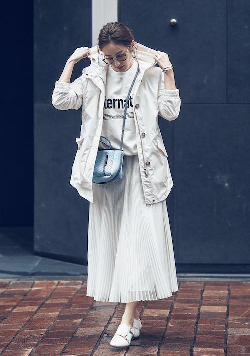 エアリーな白プリーツスカートは