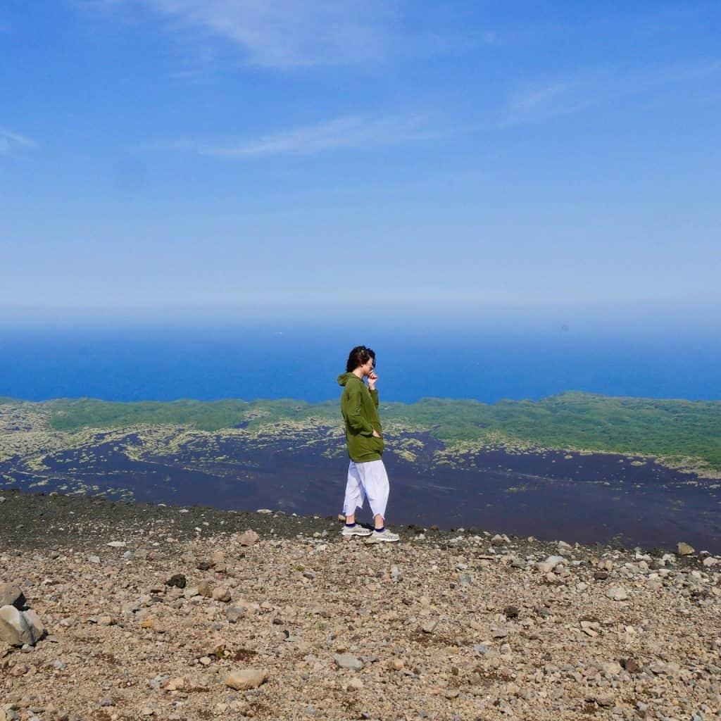 旅作家が推薦!「日本で唯一の砂漠をトレッキングしてみたい!」【伊豆大島編】|いつか行きたいアラサー女子旅