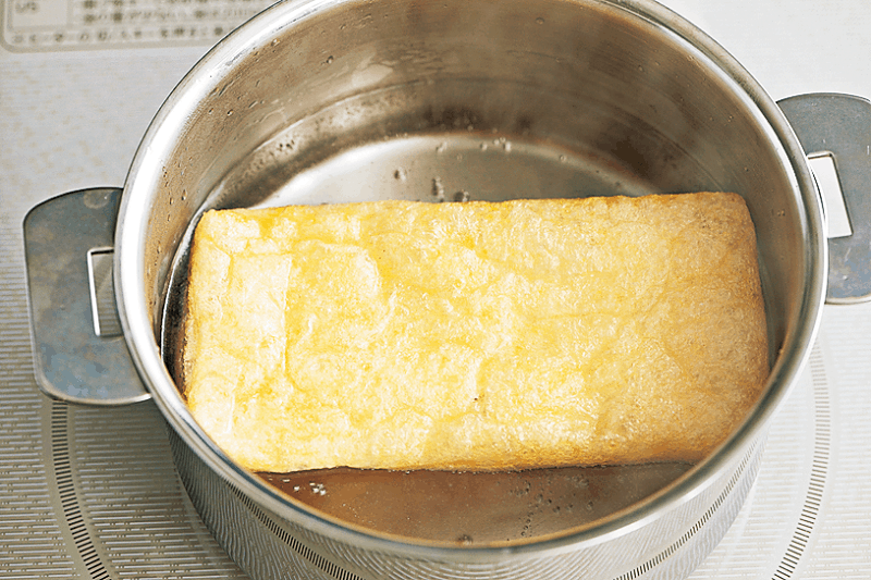油揚げは熱湯で軽く茹で、油抜き