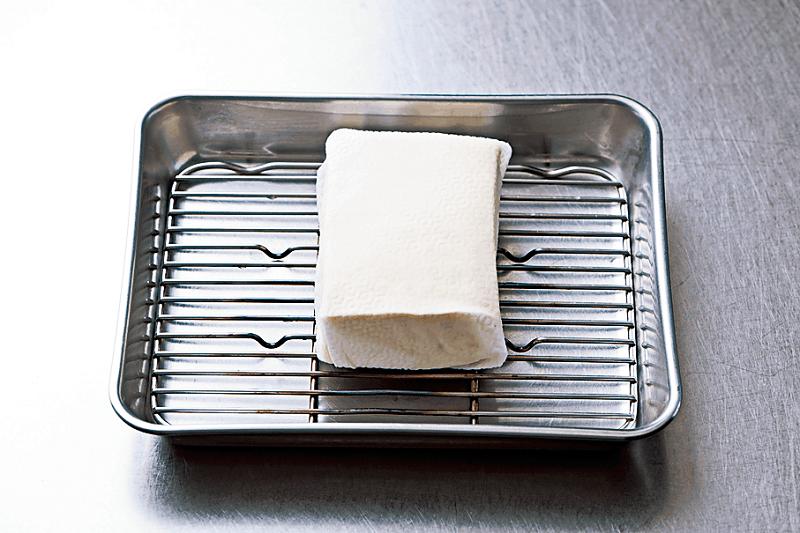 豆腐を軽く水切りすることで、揚