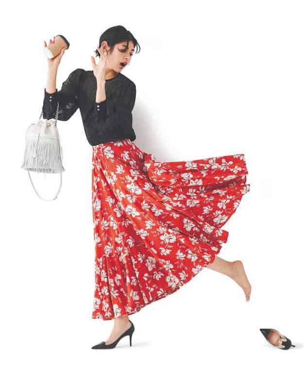 ちょっと派手めな花柄スカートは