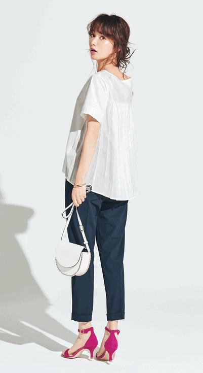 ネイビー×白のシンプルな配色の