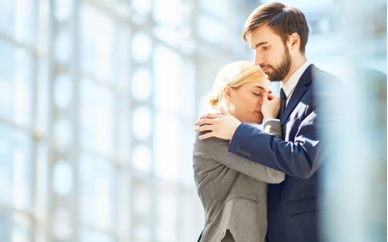 4.会社で夫の不倫現場を目撃…