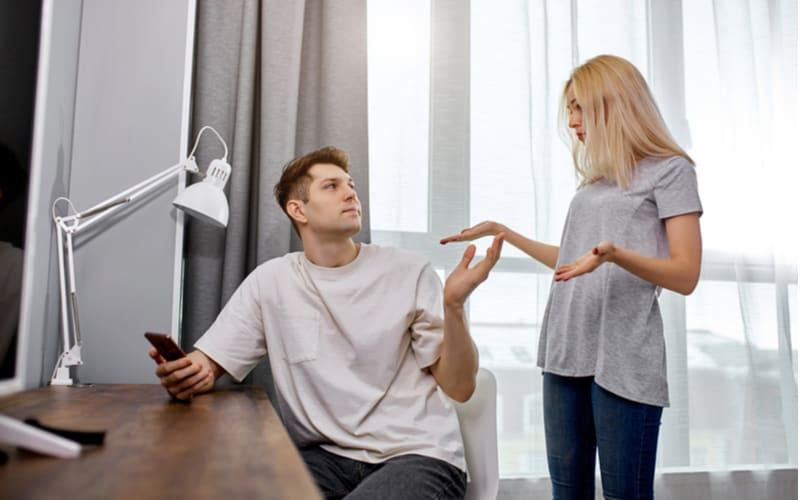 リモートワーク中でも家事に口出し…?自粛中に妻が離婚を決めた夫の行動4つ