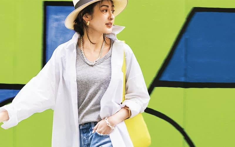 【今日の服装】定番の白シャツ×デニムを今年っぽくアップデートするには? 【アラサー女子】