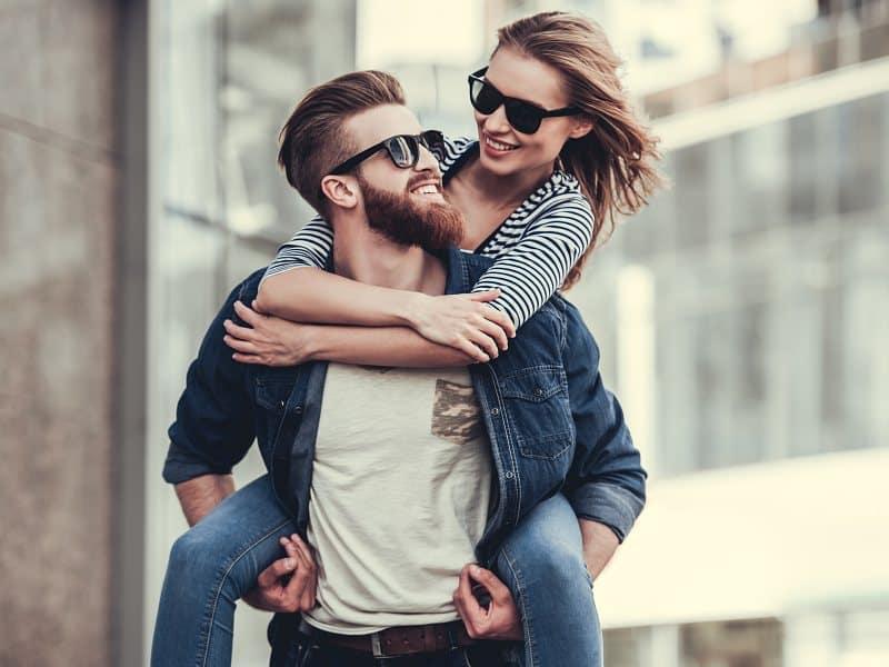 """男友だちや同僚も嫉妬…!? 夫が語る""""愛され妻""""の特徴5つ"""