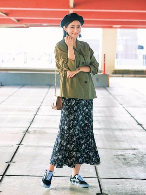 甘めの小花柄スカートと、メンズ