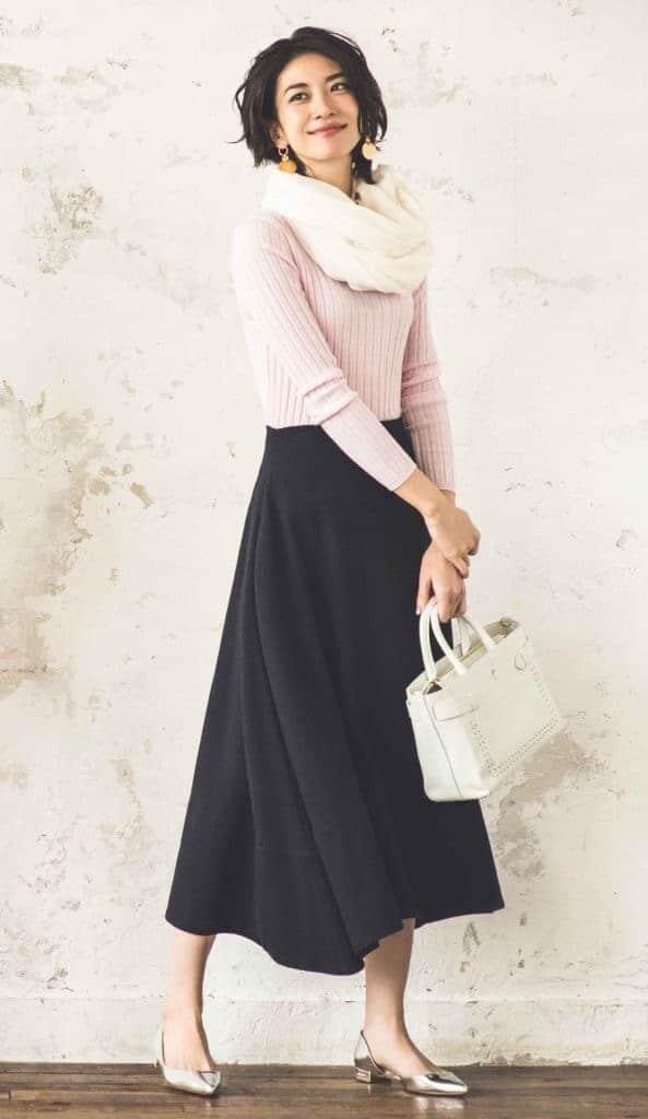 スタイルカバーできる黒スカート
