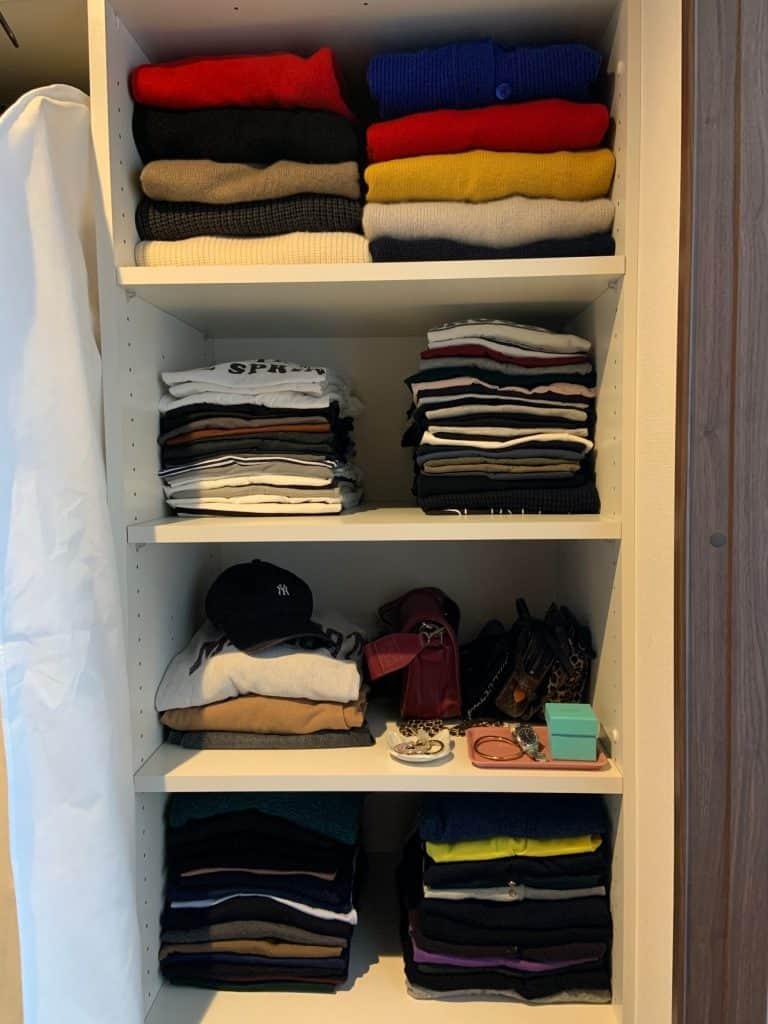 「数が多いTシャツやニットは、