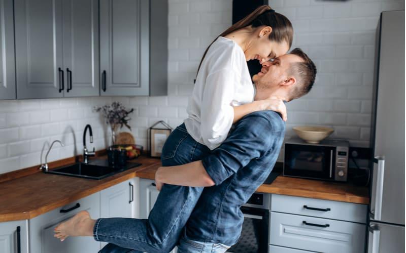 「僕の彼女は世界一!」忙しい彼にも愛される女子の行動4つ