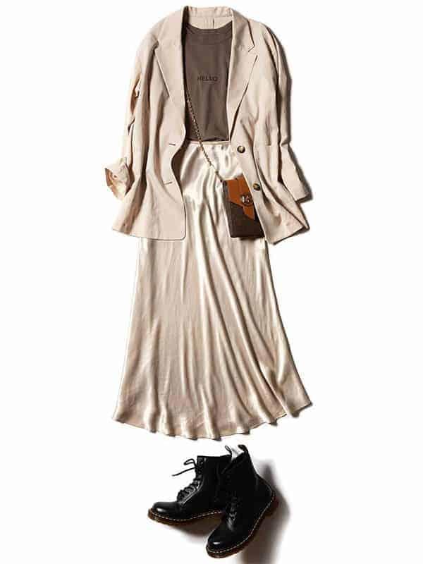 トレンドのサテンスカートも、ベ