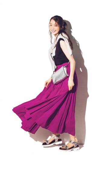 夏に映えるキレイ色スカートと、