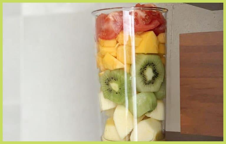 【Sサイズモデルの丁寧な朝の過ごし方】手作りフルーツジュースや朝ヨガが定番!