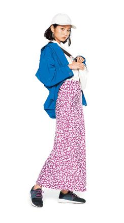 華やかな小花柄スカートをスポー