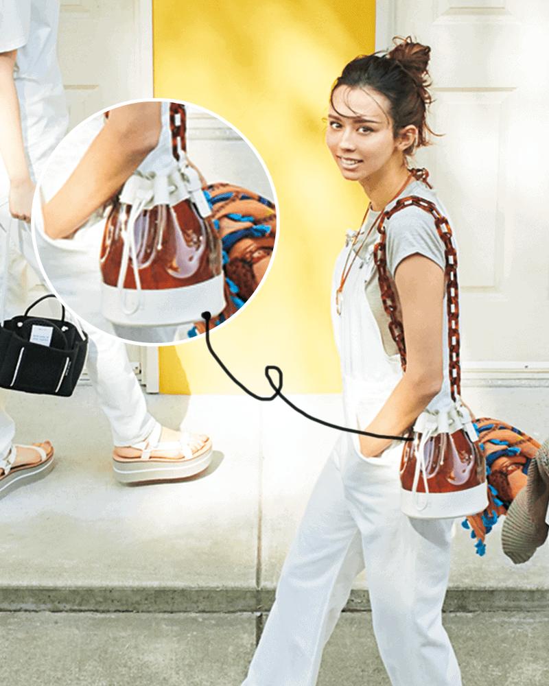雨の日にこそ持ちたい「PVCバッグ」6選|水に強いオシャレ小物