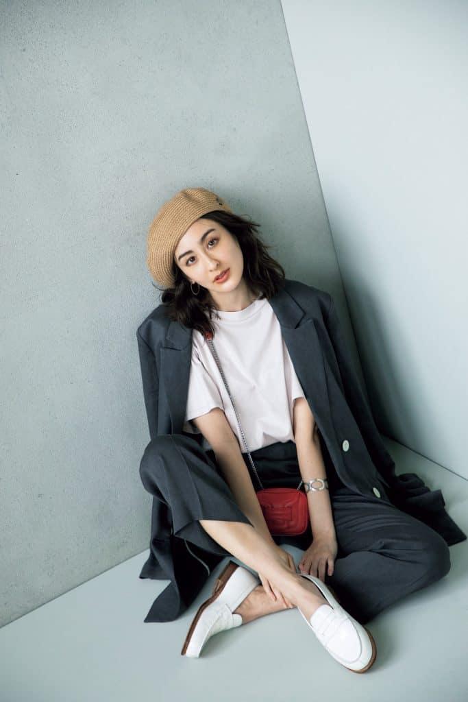 ミニスカートに麦わら帽子が可愛