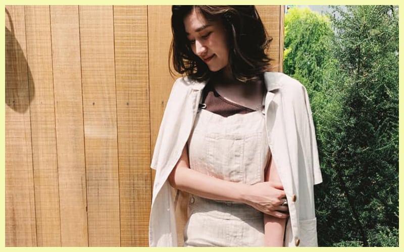 夏の大人コーデなら、リネンのジャンパースカートで決まり!