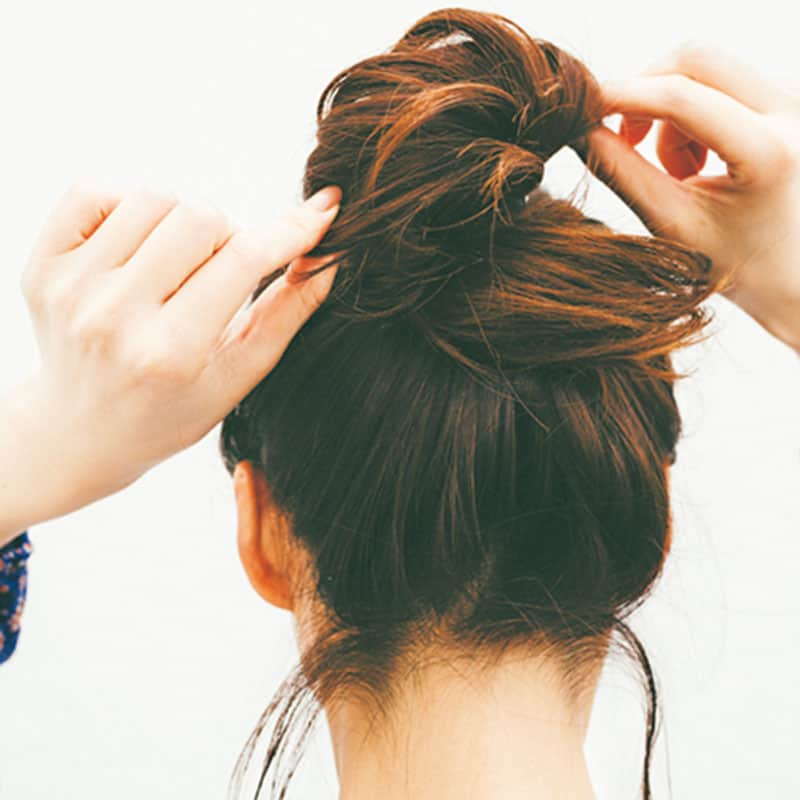 今夏のまとめ髪は、後れ毛を減ら