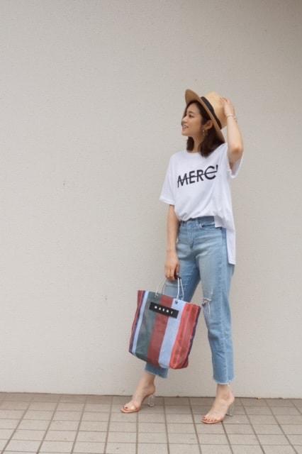 このロゴTシャツは、Day a