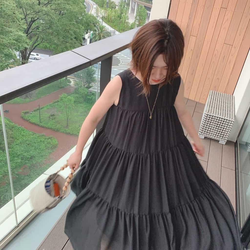 「夏に切るブラックドレスが大好
