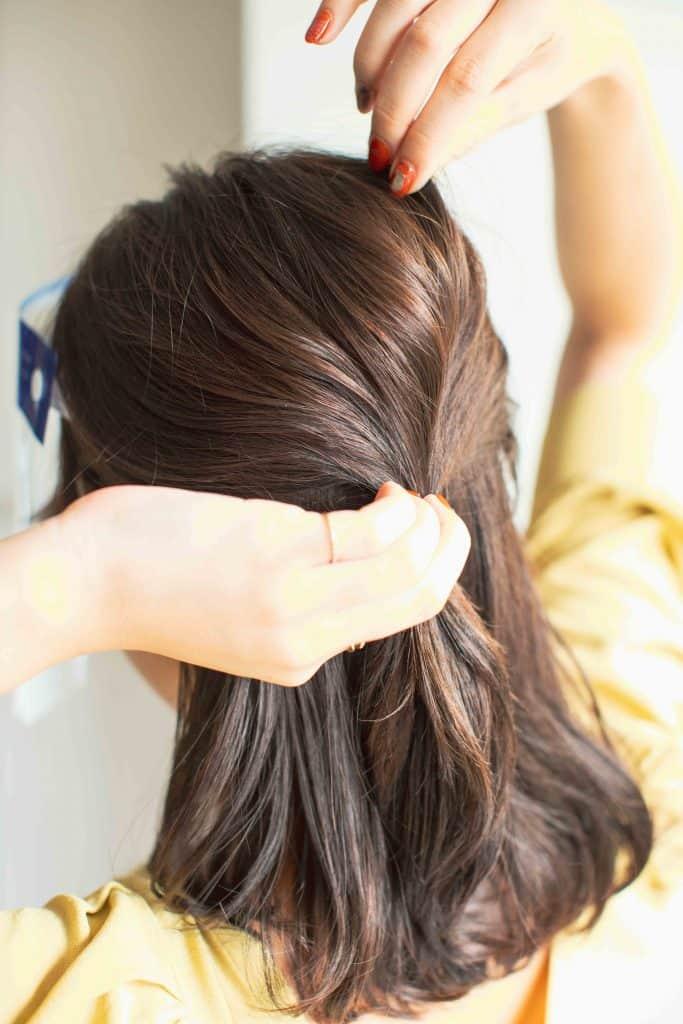 前髪がある人は、斜め分けして前