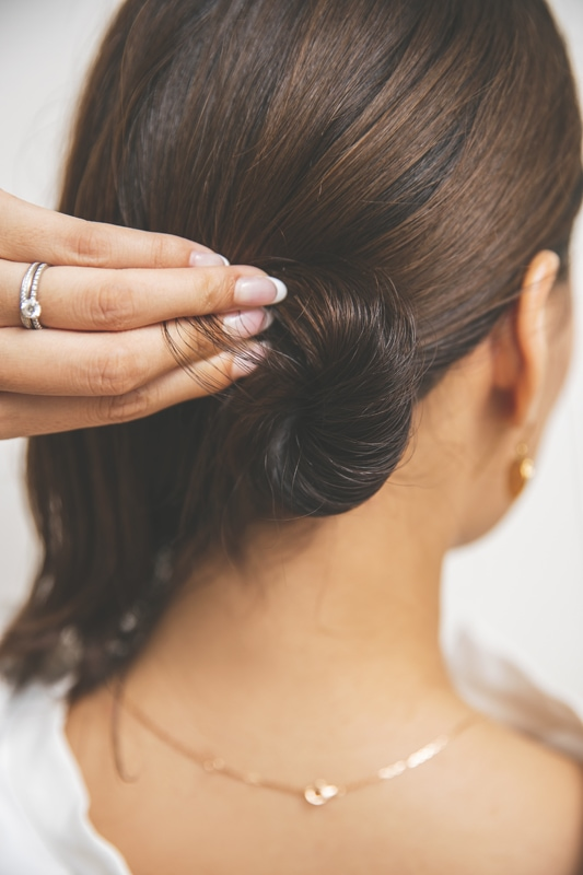 「タイトなまとめ髪って、それだ