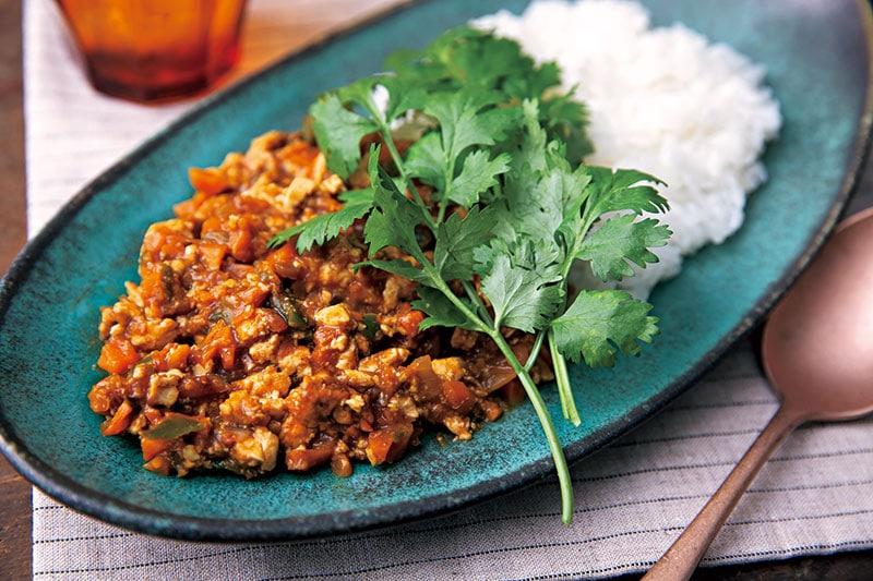 豆腐と野菜で作るカレーは、トマ