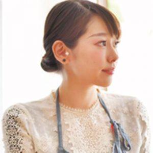 河瀬璃菜(料理家・フードプロデューサー)…1988年生まれ、福岡県出身。愛称は「りな助」。レシピ・商品開発、コンサルティングやプロデュース、企画執筆、TVCMやイベント出演など、食にかかわる活動は多岐にわたる。美味しいお店情報や簡単レシピを発信するTwitter@Linasuke0508)も人気。