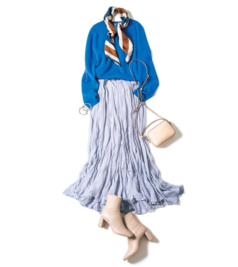 ニットがシンプルなデザインだから、シルクスカーフをボウタイ風にしてアクセントにするのもいい感じ。スカーフ¥28,000(スローン)ポシェット¥89,000(J&M デヴィッドソン/J&Mデヴィッドソン 青山店)ブーツ¥23,500(ダイアナ/ダイアナ銀座本店)チェーンブレスレット¥14,000細ブレスレット¥10,000(ともにフィリップ・オーディベール/アルアバイル)