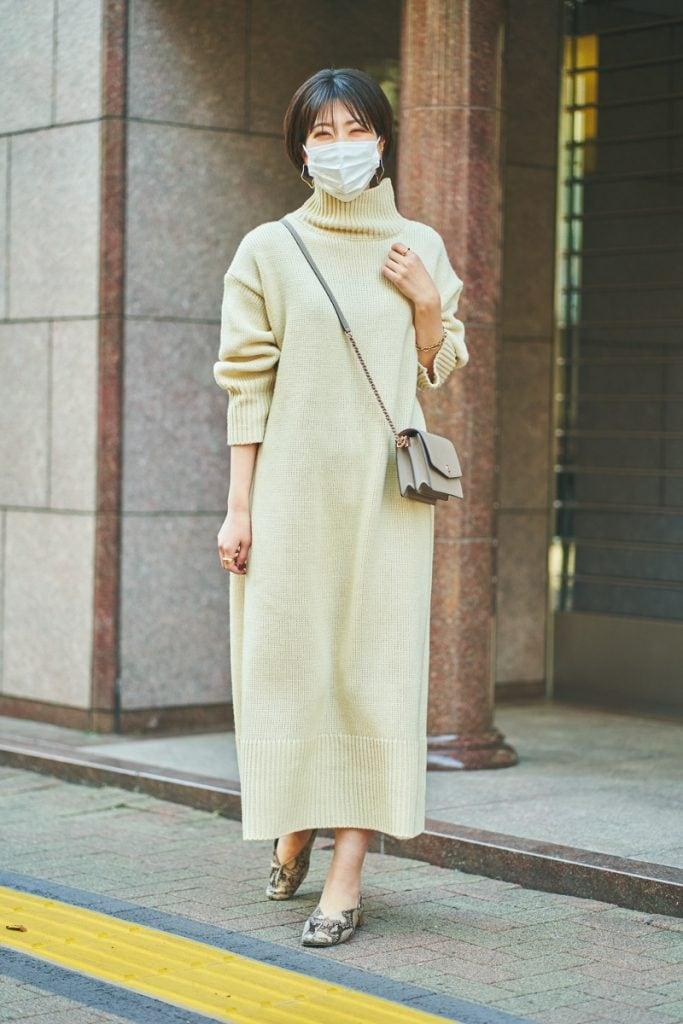 ニットと不織布マスクを白でつな