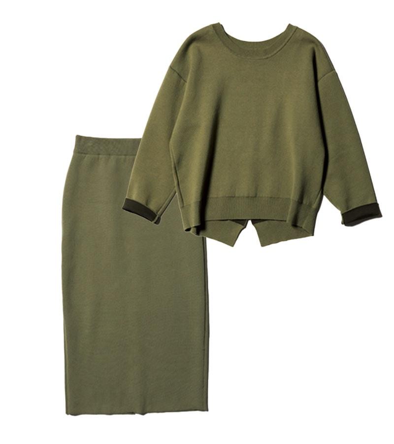 【N】セットアップ トップスの後ろの裾とスカートの後ろ側にスリットが入っていて、体のラインを拾わない。トップス¥17,600スカート¥16,500(ともにミューニック/ピーチ)